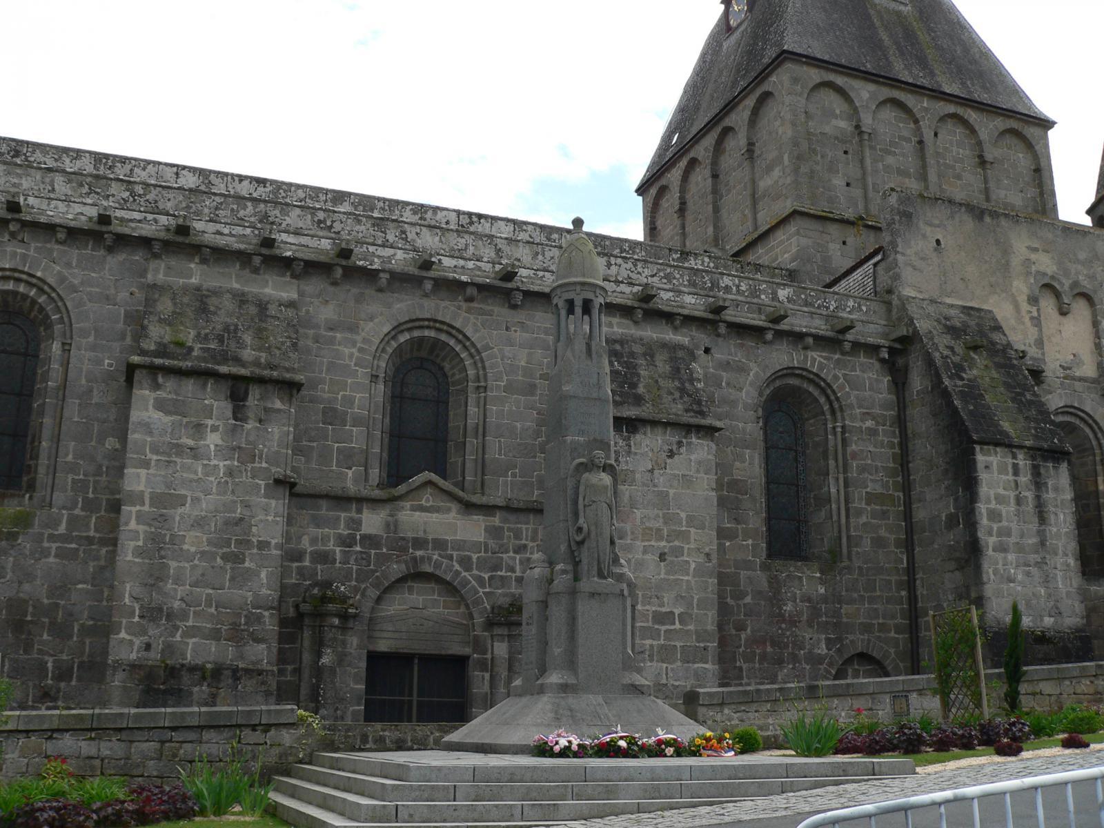 Monument dorat les monuments aux morts for Alain elie architecte