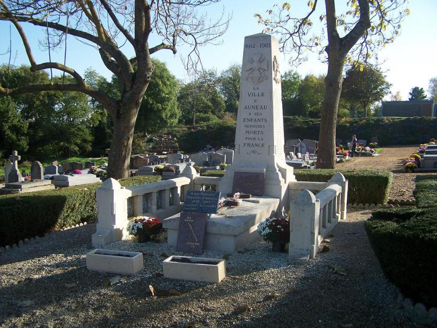 Monument auneau les monuments aux morts for 28700 auneau