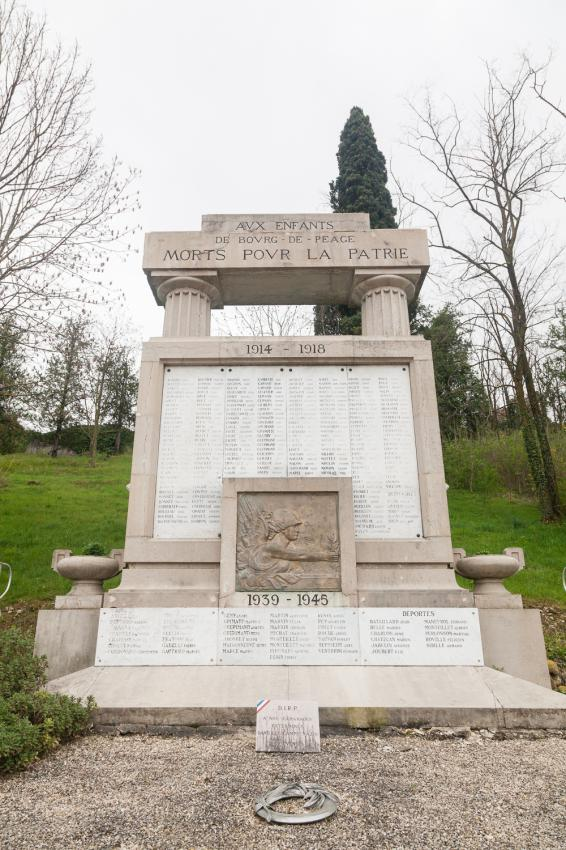 Monument bourg de p age les monuments aux morts for Piscine diabolo a bourg de peage